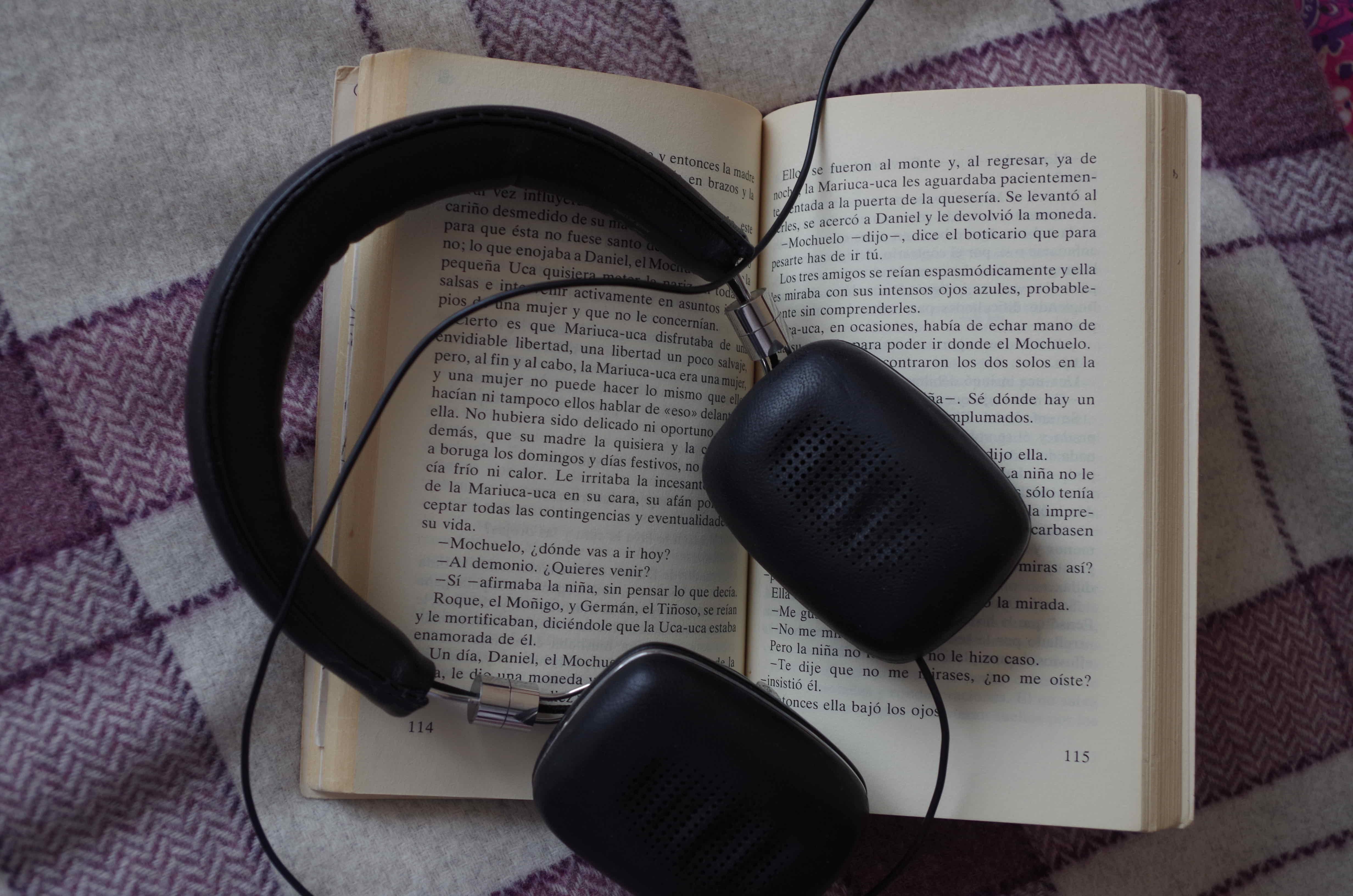 Actores Estadounidenses Hablando Español audiolibros en español - ana clements
